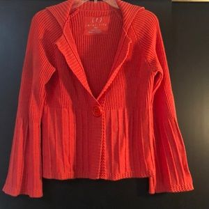 Orange is the new Black! One-button v-cut sweater